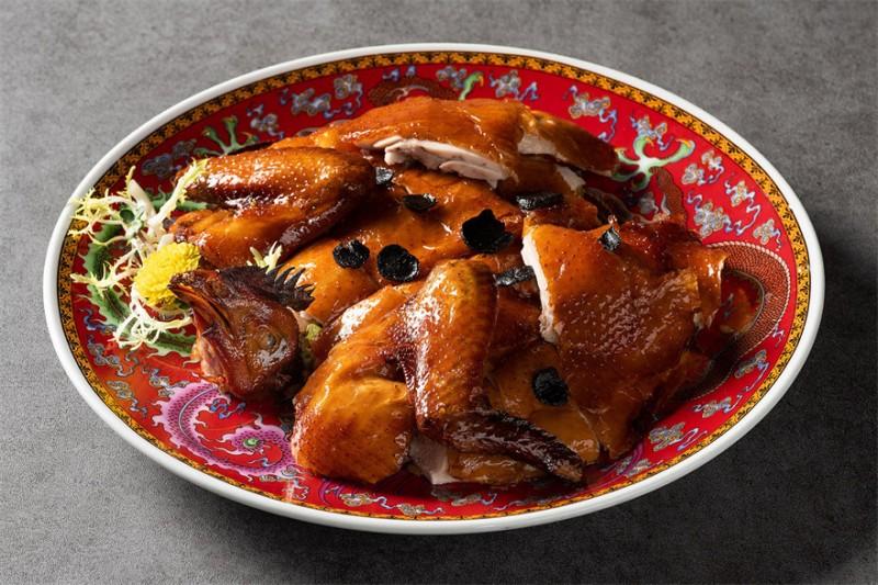松露八宝鸡 Crispy Chicken Stuffed with Glutinous Rice and Truffle