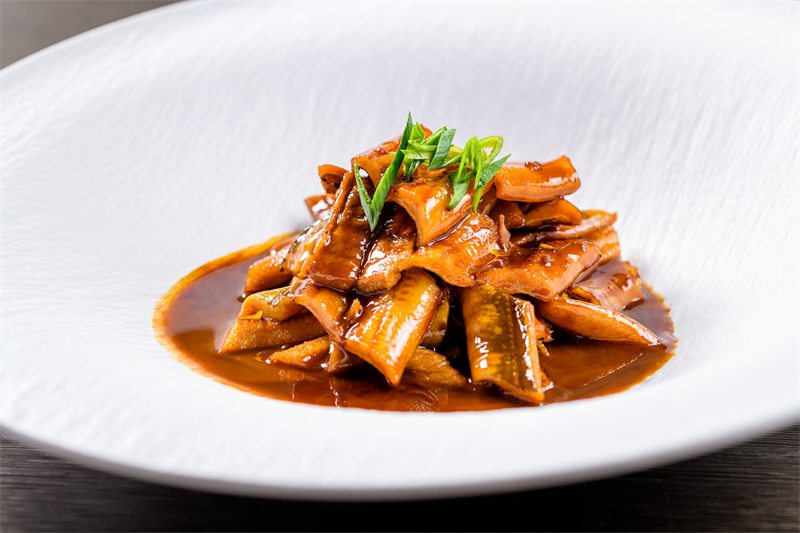 香猪肉烧风干沙鳗Braised dry el, pork, soy sauce